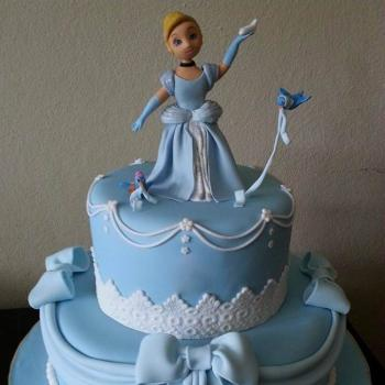 beautiful cinderella themed cake